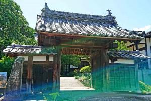 雲彩寺山門